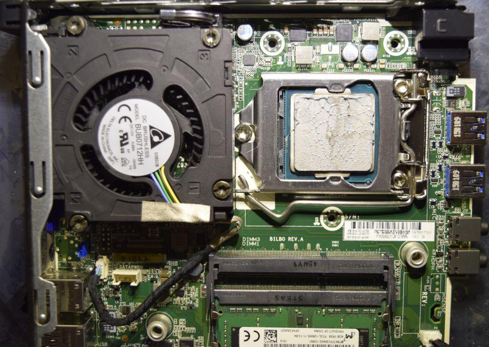Карточка M.2 под вентилятором, для её установки вентилятор надо снять