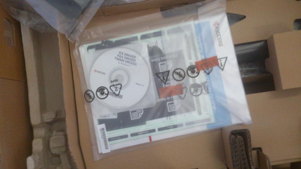 комплект. диск с драйверами и наклейки