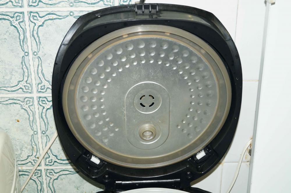 крышка, внутренняя часть снимается, что очень удобно для мытья