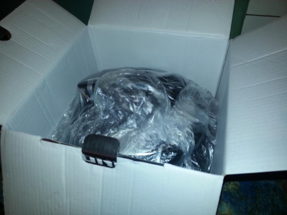 Мультиварка внутри коробки