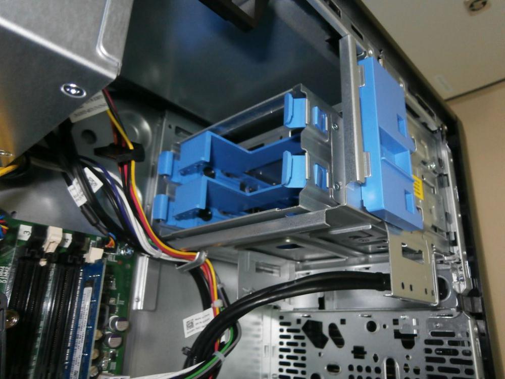 Гнезда HDD сверху