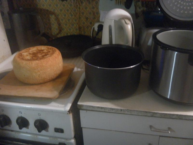и с помощью доски вынимаем хлеб.