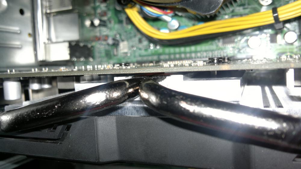 здесь немного видно как трубки  прилегают к кристаллу , в нагрузке трубки нагреваются хорошо, я думаю они достаточно плотно прилегают.