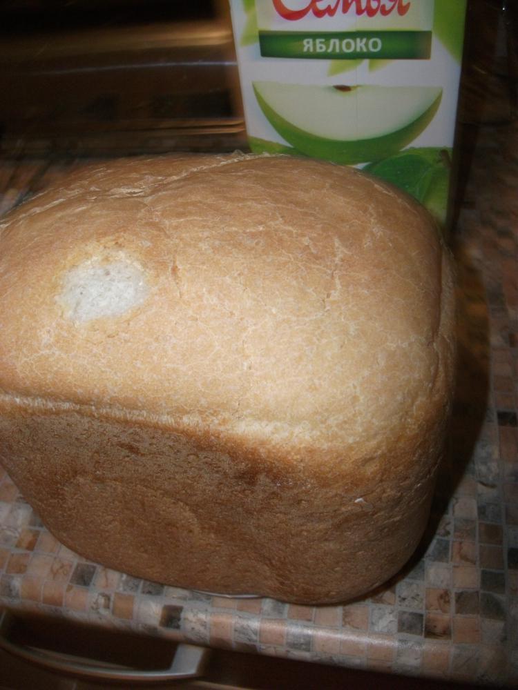Ребенок не удержался. Попробовал хлебушка.