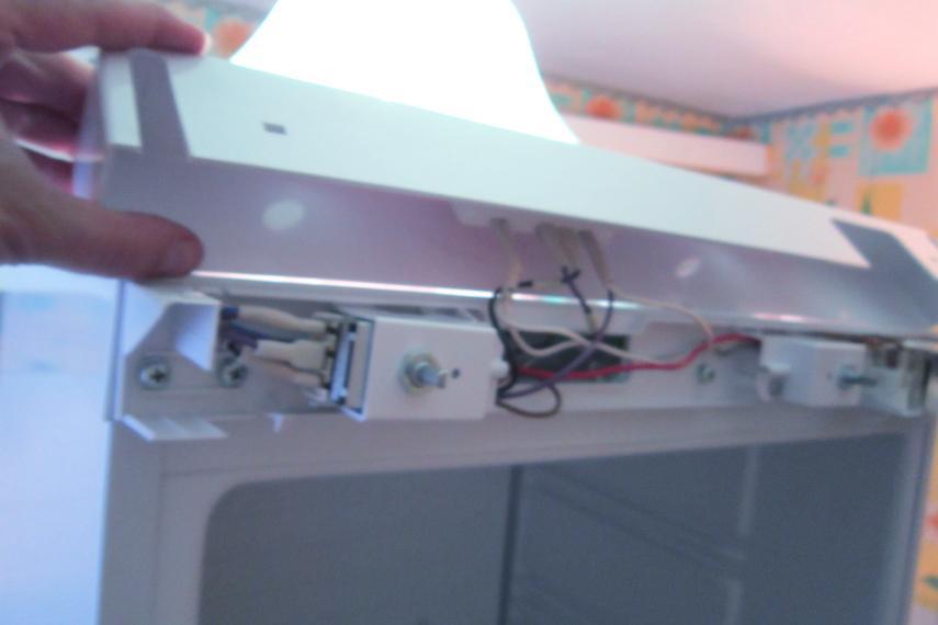 Провода не трогаем. Их длины достаточно, чтобы панель просто положить сверху.