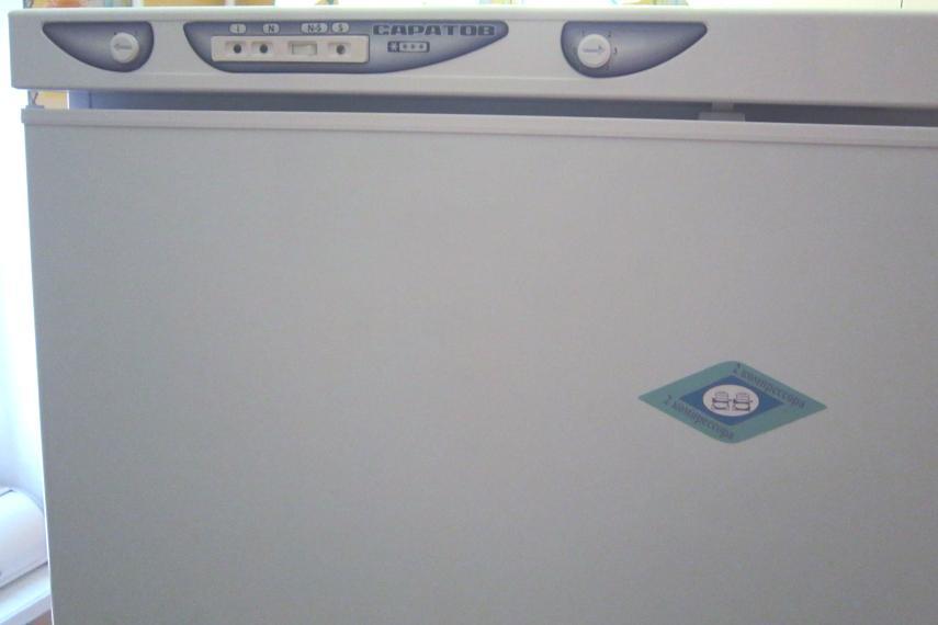 Управление вполне понятное и расположено на верхней панели холодильника.