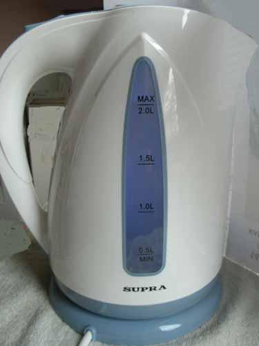 Чайник Supra KES2004 в работе