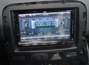 Радио принимает на штатную антенну просто отлично без помех