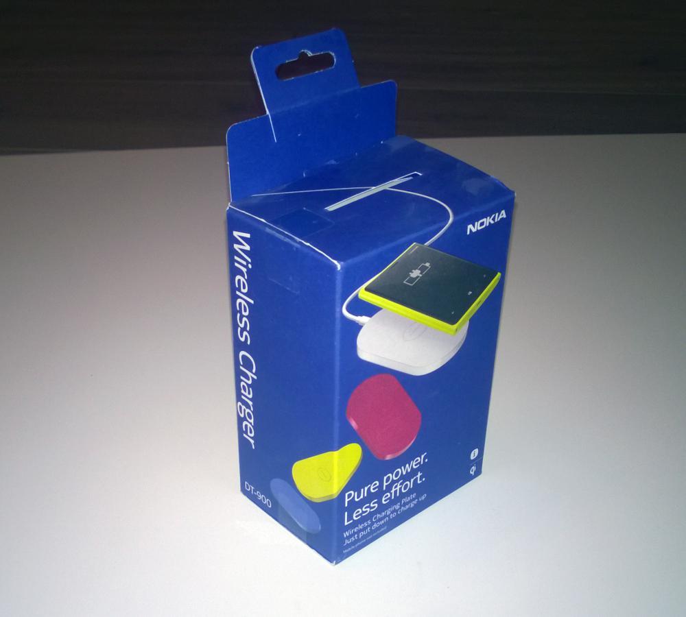 Коробка, в которой поставляется беспроводная зарядка
