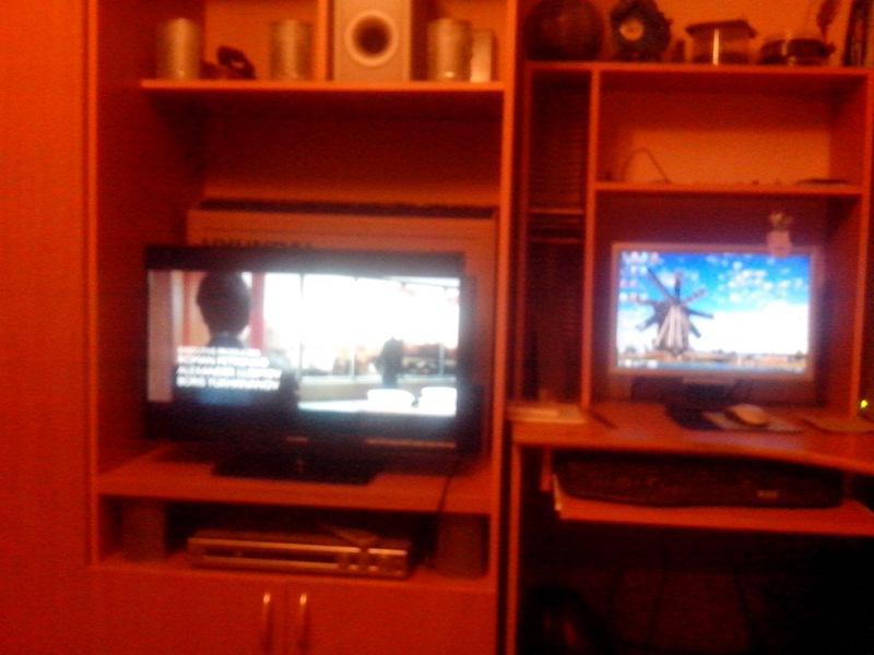 Телевизо, ПК и DVD плеер рядом