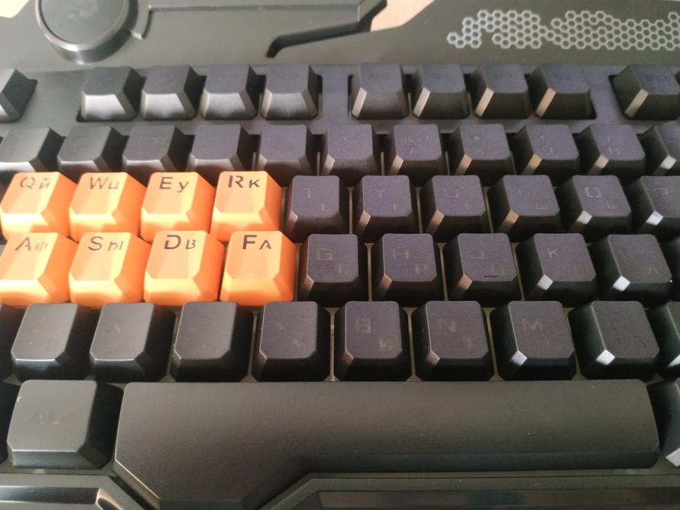 Здесь можно увидеть небольшой минус клавиатуры..