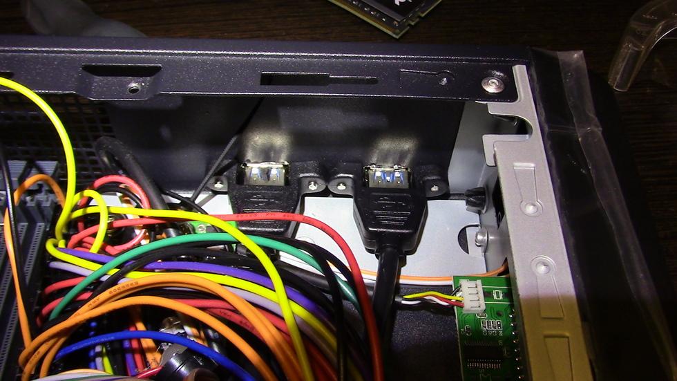 Установленная выносная планка на 2 дополнительных USB 3