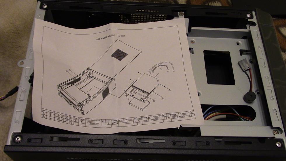 Вид с установленной подставкой для закрепления SDD SATA или привода