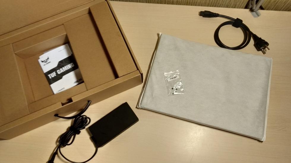 Фото коробки ноутбука